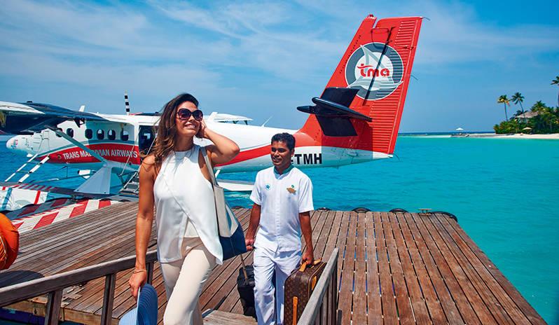 halaveli-maldives-2016-guest-arrival-jetty-02